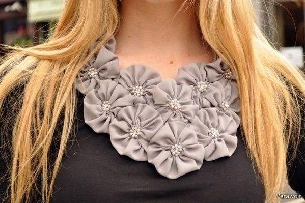 como adornar un vestido con flores de tela