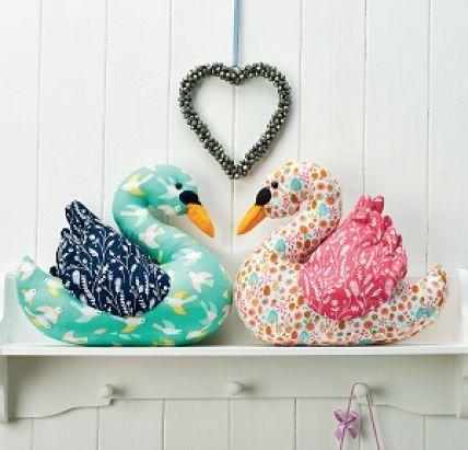 detalles de decoracion cisnes