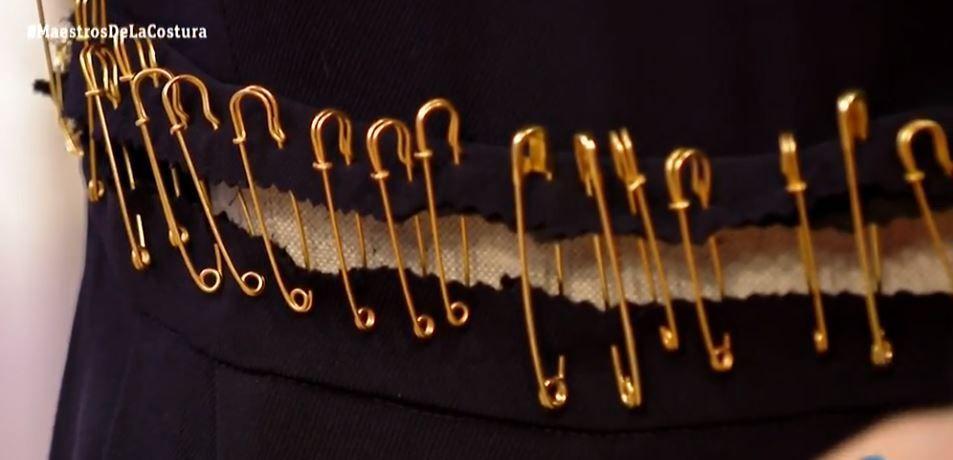 maestros de la costura personalizar prenda con imperdibles