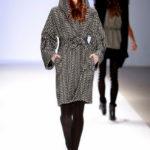 patrón de abrigo con capucha